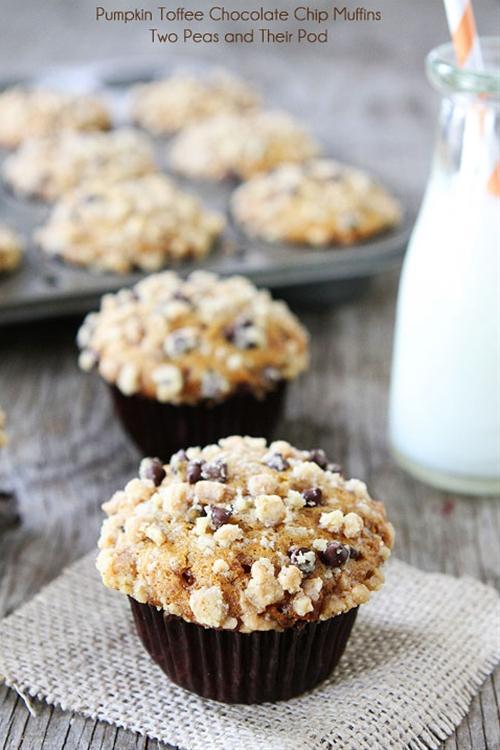 Pumpkin Toffee Chocolate Chip Muffins