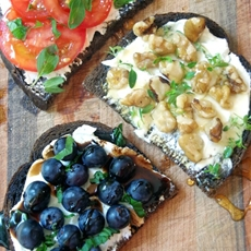 Easy Goat Cheese Toasts Appetizer