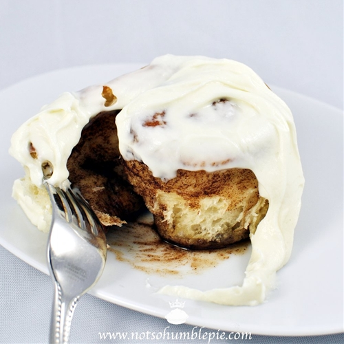 Cinnamon Rolls With Whipped Cream Cheese Frosting recipe | Chefthisup