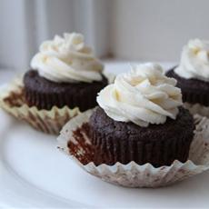 100 Calorie Moist Chocolate Cupcakes