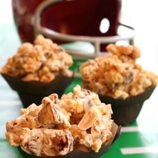 Easy SNICKERS® White Chocolate Peanut Butter Popcorn