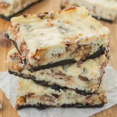 Snickers Cheesecake Bars