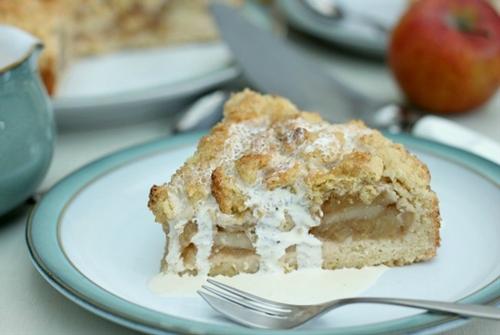 German Krummeltorte (easy apple crumble cake)