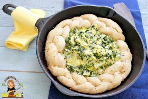 Garlic Parmesan Pull A Part Bread With Spinach Artichoke Dip
