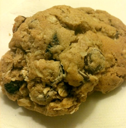 Crunchy Outside, Chewy Inside Oatmeal Cookie