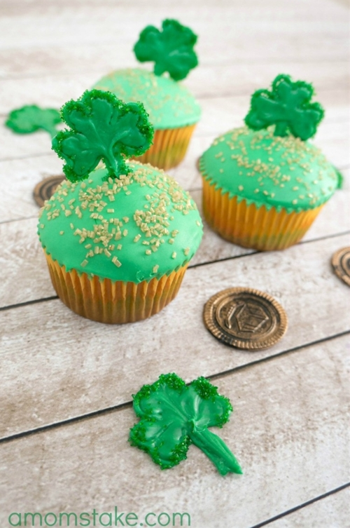 Shamrock Cupcakes + Toppers
