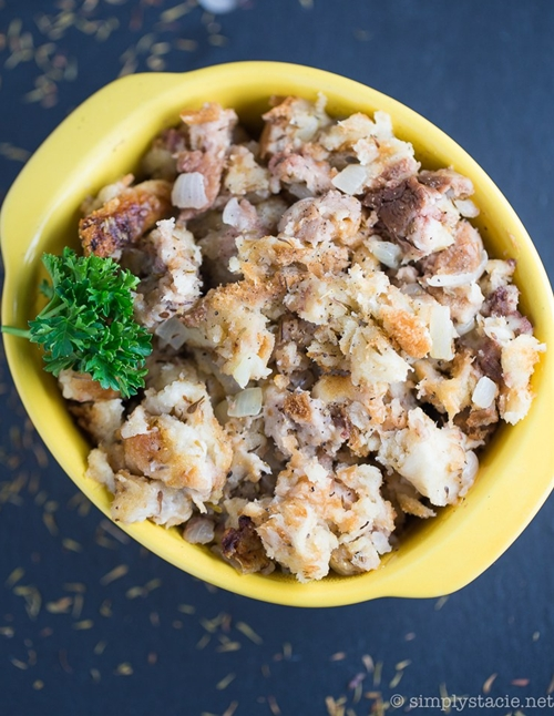 Mom's Simple Stuffing for Turkey recipe | Chefthisup
