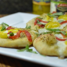 Mini Pesto Pizza with Peppers