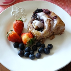 Berry & chocolate cinnamon rolls