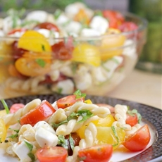 Fresh Tomato Pasta in Lemony Vinaigrette (Ready in 10 Minutes!)