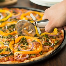 Kale, Peppers and Red Onions Pizza
