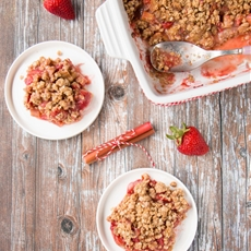 Strawberry Rhubarb Crisp (video)