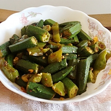 Indian spicy sauteed okra and green peppers