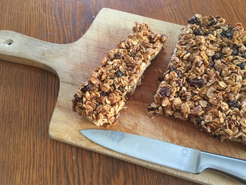 Homemade Oatmeal Cinnamon Raisin Granola Bars
