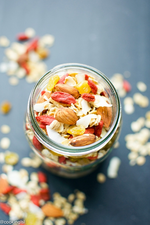 Coconut Almond Goji Berry Granola