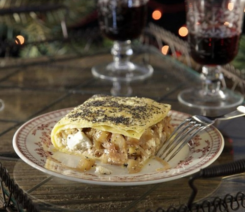Savory pie with caramelized onions, apples and cream cheese