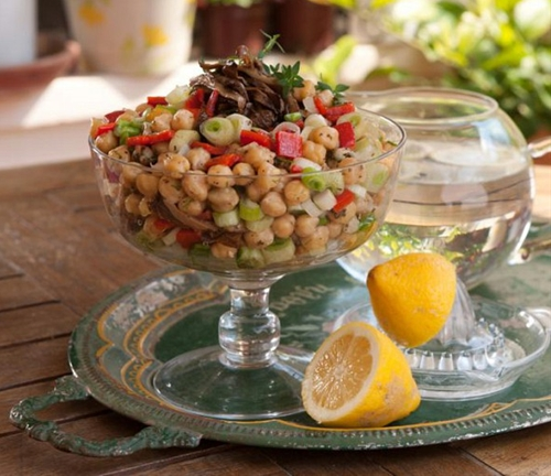 Chickpea salad with Florina peppers and aromatic olive oil and lemon s