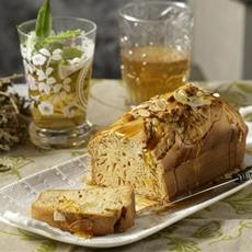 Green tea and honey cake