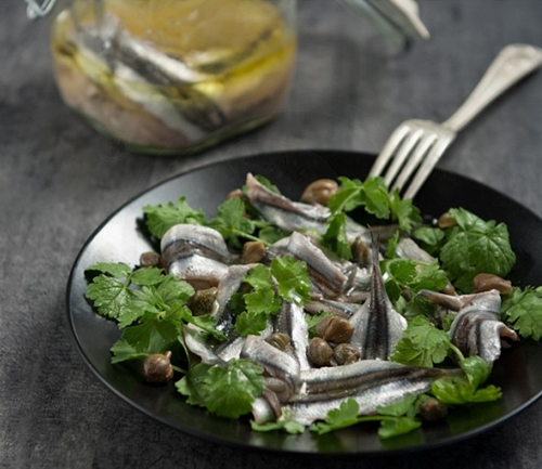 Anchovy marinated with capers and kafkalithres