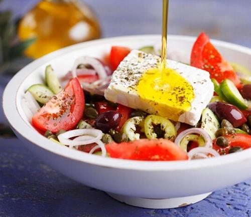 Horiatiki salata (greek salad)