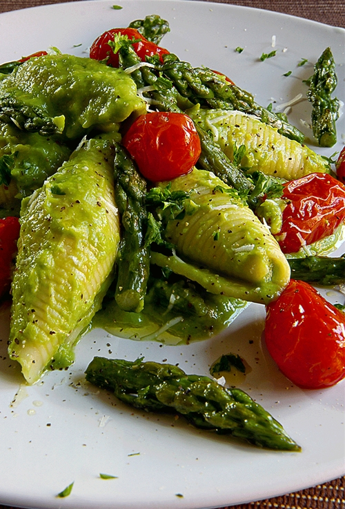 JUMBO SHELLS PASTA WITH CREAM OF ASPARAGUS