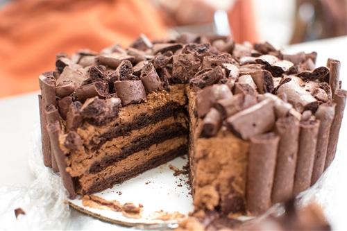 Chocolate Mousse Meringue Cake