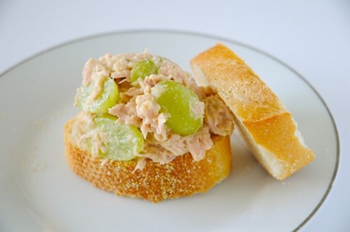 Grape and Hummus Tuna Salad Sandwich
