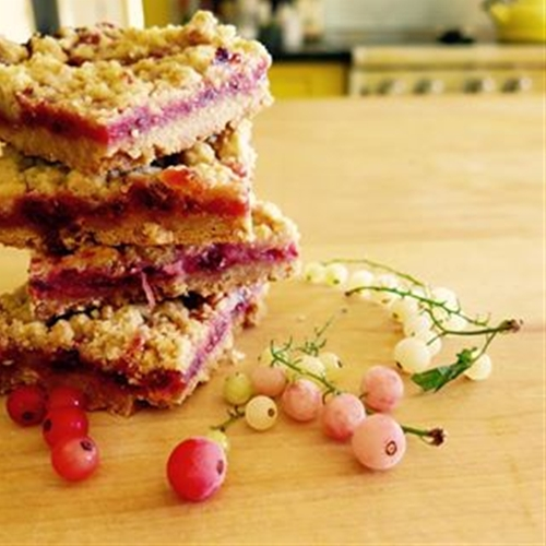 currant-filled crumb topped brown sugar shortbread bars
