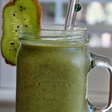 Delicious Green Wheatgrass Smoothie with Green Grapes & Pineapple