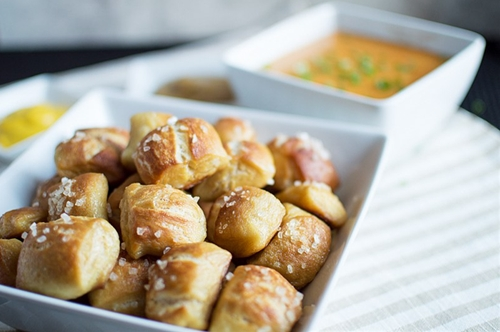 Pretzel Bites with Cheesy Dipping Sauce