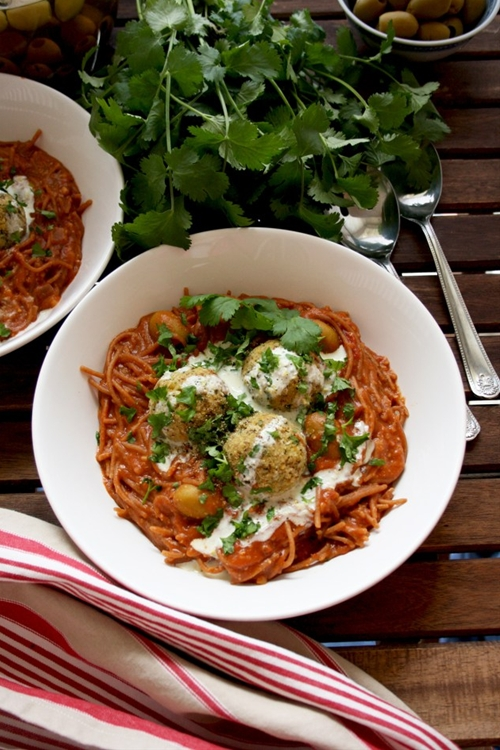 One-Pot Spaghetti and Vegan Meatballs