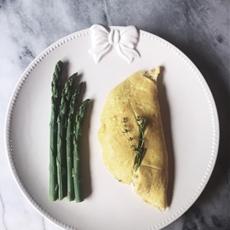 ricotta & asparagus omelette