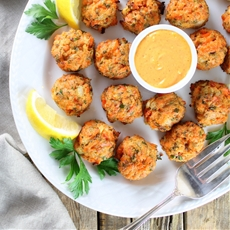 Mini Salmon Cakes with Sriracha Lemon Aioli