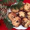 Christmassy shortbread biscuits with raisins