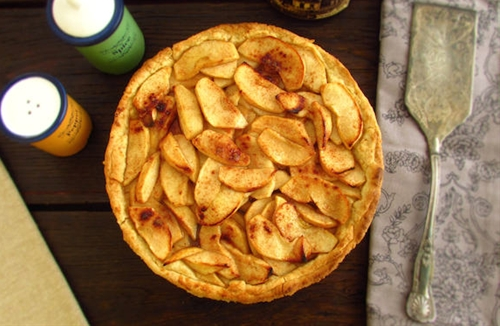 Apple, honey and cinnamon pie