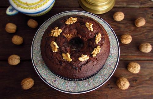 Chocolate walnuts cake