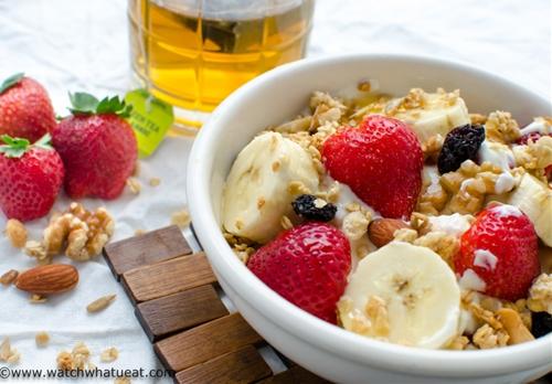 Greek yogurt banana breakfast bowl