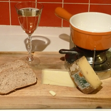 3 Cheese Fondue with Crusty Bread