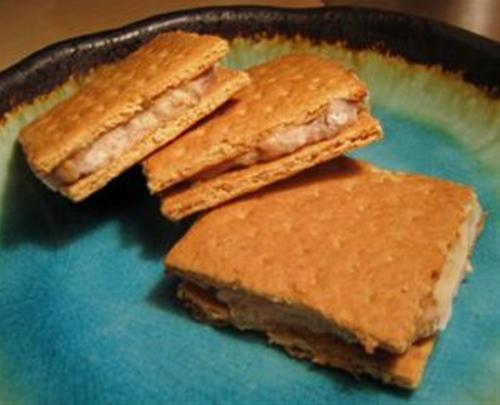GRAHAM CRACKER & BANANA CAKE and EASY SANDWICH COOKIES