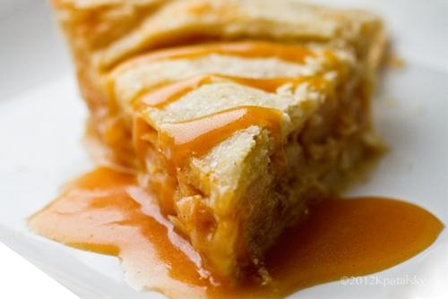 Vegan Caramel Apple Pie! With Caramel Sauce