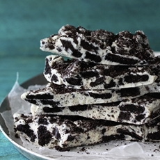 Cookies and Cream Oreo Bark