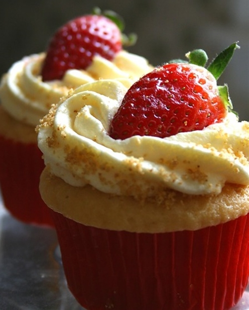 Amazing Strawberry Cheesecake Cupcakes