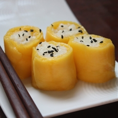 Thai Coconut Sticky Rice with Mango in Sushi Form