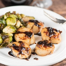 Seared Scallops with Balsamic Reduction