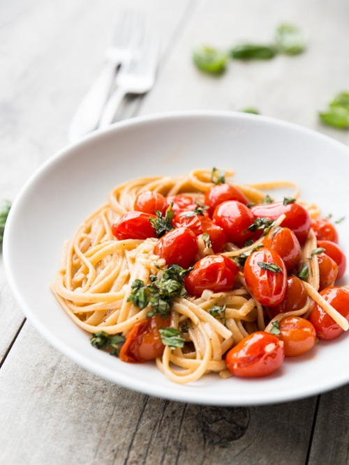 Easy Garlic Butter and Burst Tomato Linguine