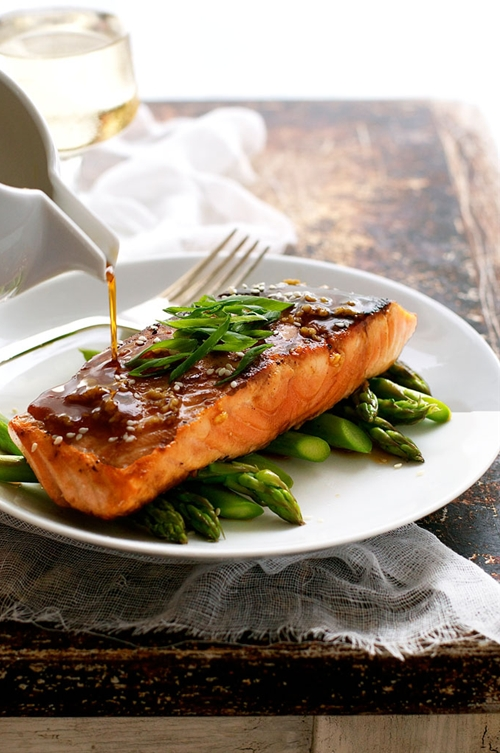 Honey Garlic Salmon (5 Ingredients, 15 Minutes)