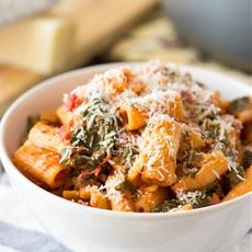 Easy Tomato Spinach Pasta