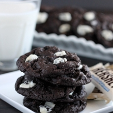 Dark Chocolate Cookies & Cream Cookies