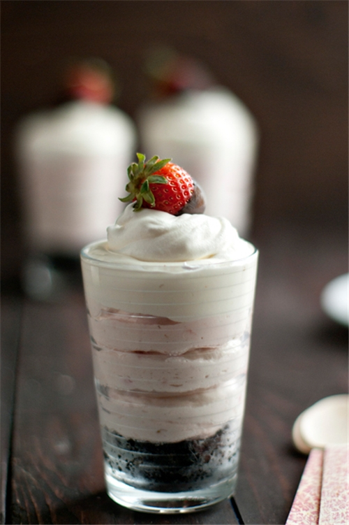 No Bake Strawberry Oreo Cheesecake recipe | Chefthisup