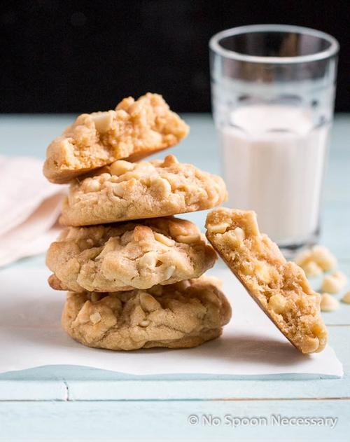 Levain Bakery {inspired} White Chocolate Chip & Macadamia Nut Cookies